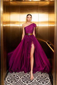 Royal Dresses, Gala Dresses, Elegant Dresses, Pretty Dresses, Vintage Formal Dresses, Evening Dress Patterns, Maxi Dress With Sleeves, Dress Skirt, Mode Inspiration