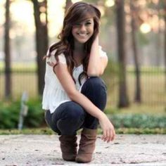 Cute Senior Picture Poses | Cute senior pose for girl | Single poses and Photography tips by laurie