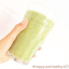 En nu eerst een sapje! ☀️ #happy #healthy #happyhealthynl #greens #plantbased #smoothie #vega #vegan #raw #fitfam #fitfood #foody #vrij #weekend #blij