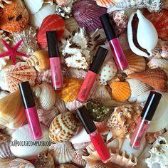 """""""Chegou o fds! Quem quer brilhar vem espiar essas lindezas da @quemdisseberenice no blog! #quemdisseberenice #gloss #lipgloss #cosmeticos #cosmetics…"""" @qdberenice"""