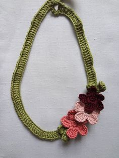 Crochet Flower Necklace - free pattern