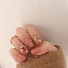 "Instagram의 𝐍𝐚𝐢𝐥 𝐃𝐞𝐚𝐫_𝐲𝐮𝐧님: ""_ ⠀⠀⠀⠀⠀⠀⠀⠀⠀ 왜때문에 레드랑 블랙은 빨리 질리나여,, ⠀⠀⠀⠀⠀⠀⠀⠀⠀⠀⠀⠀⠀ 베이지 핑크가 짱이햐,,😀 ⠀⠀⠀⠀⠀⠀⠀⠀⠀⠀⠀⠀⠀⠀⠀⠀ 💍💍💍 ⠀⠀⠀⠀⠀⠀⠀⠀⠀⠀⠀ •디자인 사용 시 출처 부탁드려요"" Ruby Nails, Peach Nails, Korean Nail Art, Korean Nails, Love Nails, Pretty Nails, Simple Gel Nails, Kawaii Nails, Gelish Nails"