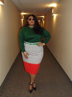 Plus blogger Kiah of From the Rez to the City wearing vintage top with Asos Curve skirt