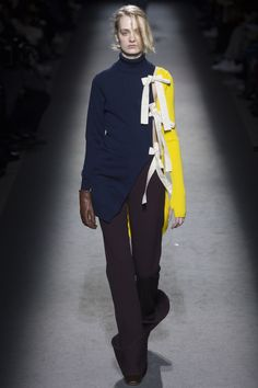 Strickteil mit seitlicher Intervention  Jacquemus Fall 2016 Ready-to-Wear Fashion Show