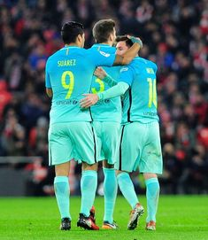 Barcelona's Argentinian forward Lionel Messi(R) is congratulated by teammate Uruguayan forward Luis Suarez (L) after scoring his team's first goal during the Spanish Copa del Rey (King's Cup) round of 16 first leg football match Athletic Club Bilbao VS FC Barcelona at the San Mames stadium in Bilbao on January 5, 2017. / AFP / ANDER GILLENEA