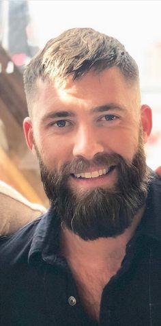 Handsome and awesome smile. Thin Beard, Beard Wax, Short Beard, Sexy Beard, Great Beards, Awesome Beards, Beard Styles For Men, Hair And Beard Styles, Hairy Men