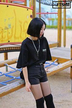 Korean Street Fashion- September 2016 Taken in streets of Seoul                                                 Photo credits: Musinsa, Hiphoper, LEEFAS, FTSHM