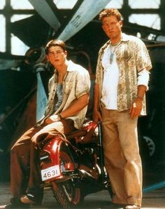 Ross Hartnet and Ben Affleck - actors Pearl Harbor Facts, Pearl Harbor Day, Pearl Harbour Movie, Young Ben Affleck, Josh Hartnett Pearl Harbor, Ben Afleck, Pearl Harbor Memorial, Idole, Pretty Men