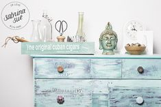 Shabby chic style is a very beautiful vintage-inspired one, it is getting more and more trendy. Today I'd like to inspire you with some shabby chic Shabby Chic Sideboard, Shabby Chic Dining Room, Shabby Chic Furniture, Painted Furniture, Diy Furniture, Shabby Chic Style, Shabby Chic Decor, Old Tables, Vintage Dressers