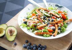 salat-med-kylling-blåbær-avocado-feta