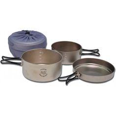 Třídílná sada titanového kempingového nádobí většího objemu. Sklopná ucha, lemovka, odměřovací stupnice, transportní obal. Dlouhá životnost. Measuring Cups, Dining Ware, Cookware, Flatware, Bucket Sink, Wood Furnace, Measuring Cup, Measuring Spoons
