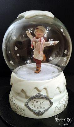 Snow globe musical cake (CPC Christmas Collaboration) - Cake by Tartas Oh by Rosa Christmas Snow Globes, 3d Christmas, Christmas Cakes, Globe Cake, Sofia Cake, Extreme Cakes, Fondant Cake Designs, Crystal Cake, Holiday Cakes
