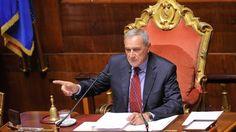 Il premier non intende arretrare sulle riforme e prepara una modifica all'Italicum con l'introduzione delle preferenze. Ieri votati solo 5 proposte di modifica