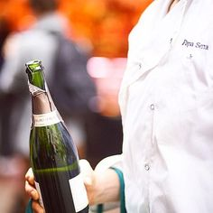 The only way to start Wednesday #humpday. #cava #papalosophy #midweekblues #shootthechef #barcelonastyle #barcelonaluxury #laboqueria #dailyroutine #morningroutine almost #alcoholic www.papaserra.com