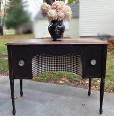 This was an AMAZING makeover! Must see the before & detailed after pics! What a GREAT piece & WONDERFUL job! I LOVE everything about it! -{createinspire}: Vanity with a Twist / Furniture makeover