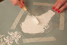 Ahogy a nevéből is adódik a 3D por térbeli díszítések különlegesen egyedi kiemelkedő textúrájú felületek létrehozás... Wedding Glasses, Chalk Paint Furniture, Art Techniques, Jewelry Crafts, 3 D, Decoupage, Stencils, Woodworking, Diy Projects
