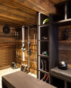 Chalet-Interieur und Ski-Chalet-Interieur - Wenn Sie ein Chalet in . - For the Home - ski Chalet Design, House Design, Chalet Interior, Interior Design, Ski Chalet Decor, Ski Decor, Ski Rack, Gear Rack, Wood Architecture