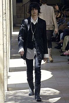 See all the Collection photos from Number (N)Ine Spring/Summer 2007 Menswear now on British Vogue Edgy Outfits, Cool Outfits, Fashion Outfits, Alternative Outfits, Alternative Fashion, Mode Sombre, Runway Fashion, Mens Fashion, Queer Fashion