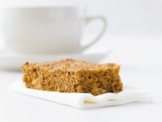 Morning Glory Breakfast Bars (Try All Bran rolled oats Add cranberries, hemphearts, coconut, walnuts, raisins Substitute maple syrup for honey ) Second Breakfast, Breakfast Bars, Breakfast Recipes, Breakfast Ideas, Nut Recipes, Dessert Recipes, Desserts, Drink Recipes, Easy Recipes
