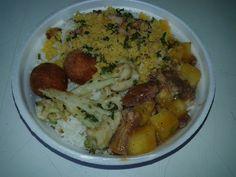 Hoje teremos: costela com mandioca, bolinho de frango frito, tempura de couve flor, farofa com calabresa e bacon, arroz com feijão mais salada... Disque entrega 3329-3568