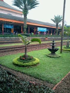 Stasiun Bandung - Bandung, Java Occidental Train Station, Amazing Destinations, Jakarta, Java, No Time For Me, Architecture Design, Travelling, Sweet Home, Tours
