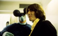 Photo of BEATLES and George HARRISON; George Harrison with a Blue Meanie at the press screening of the film 'Yellow Submarine' Get premium, high resolution news photos at Getty Images Olivia Harrison, George Harrison, Les Beatles, Beatles Meme, Crazy Outfits, The Monkees, The Fab Four, Ringo Starr, Rare Photos
