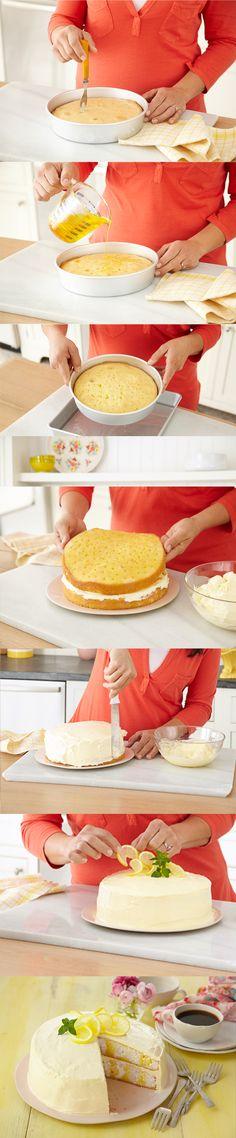 Délicieux gâteau fourré au citron - Les instructions étape par étape pour réussir notre fameux gâteau «à trous» au citron, parfait pour couronner votre repas de Pâques.