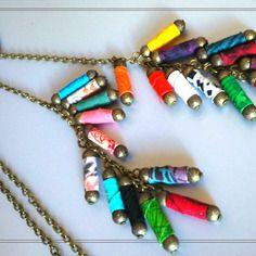 Sautoir cravate en  tube textile multicolores et anneau de bronze