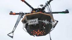 Ce drone identifie les festivaliers et diffuse leur morceau préféré, accompagné d'une ambiance lumineuse. http://lareclame.fr/111449-base-spotify-party-drone
