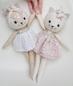 Cat Doll Sewing Pattern and Tutorial - Dress up, Girl, A fun kitty cat rag doll to make yourself. Fabric Toys, Fabric Crafts, Diy Y Manualidades, Fabric Animals, Cat Doll, Sewing Dolls, Soft Dolls, Doll Crafts, Diy Toys