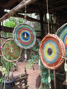 Love these handicrafted unique Dreamcatchers, Brasil. I'd love to have a few hanging around my house and garden.