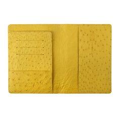 CAPE TOWN est un porte-passeport en cuir véritable d'autruche à l'extérieur et à l'intérieur. On peut y glisser un passeport ainsi que plusieurs cartes bancaires et documents d'identité. La gamme des