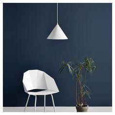 Voici avec l'élégante suspension conique Annular Woud, une lampe LEDs originale qui diffuse une lumière circulaire parfaite. Superbe effet lumineux, design M-S-D-S