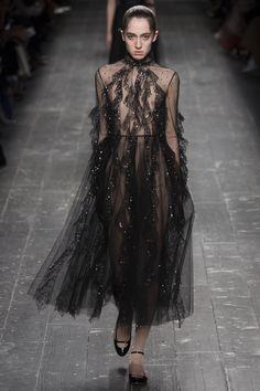 Valentino Fall 2016 Ready-to-Wear Fashion Show - Teddy Quinlivan