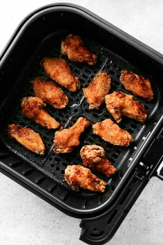 Frozen Chicken Wings, Crispy Chicken Wings, Air Fryer Chicken Wings, Oven Baked Chicken, Chicken Wing Sauces, Chicken Wing Recipes, Garlic Parmesan Wing Sauce, Fried Pickles Recipe, Poppers Recipe