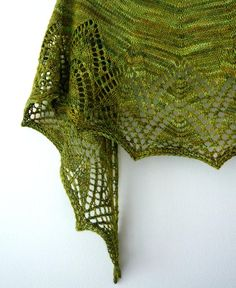 Bakau shawl pattern from Åsa Tricosa, I love to knit a little lace details to add the extra glamour
