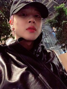 Jimin-oppa on Grammy Jimin Selca, Bts Bangtan Boy, Bts Boys, Park Ji Min, Seokjin, Namjoon, Busan, Jung Hoseok, Baekhyun