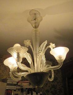 Lustre en verre de Venise à quatre bras de lumière et tiges fleuries