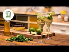 YouTube Ginger Ale, Refreshing Summer Drinks, Halloween Cocktails, Winter Cocktails, Elderflower, Yams, Prosecco, White Wine, Smoothies