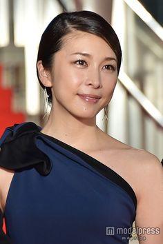竹内結子、気品あふれるブルードレスで魅了【モデルプレス】