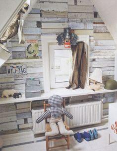 De Bibelotte kamer van Lucas. Met oa. Sloophout behang Studio Ditte en ...