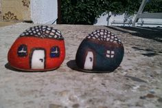 Rock / stone painting HOUSES
