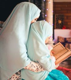 Discovered by ياسمين♡ 𝒴𝒶𝓈𝓂𝒾𝓃. Find images and videos about baby, islam and arabic on We Heart It - the app to get lost in what you love. Arab Girls Hijab, Muslim Girls, Anime Muslim, Muslim Hijab, Hijabi Girl, Girl Hijab, Couple Musulman, Baby Hijab, Muslim Couple Photography