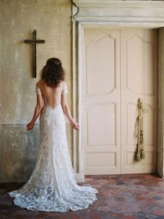 We are thrilled to unveil our brand new Wedding Sparrow brand and site! French chateau inspiration by Laura Gordon and Pearl & Godiva. Causal Wedding Dress, Simple Wedding Gowns, Luxury Wedding Dress, Sexy Wedding Dresses, Plus Size Wedding, Designer Wedding Dresses, Dream Wedding, French Chateau Wedding Inspiration, Sheath Wedding Gown