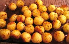 Portuguese Style Parisienne Potatoes Recipe This Portuguese parisienne potatoes recipe creates the incredible tasting potatoes we love so much but usually buy them already made. Potato Dishes, Potato Recipes, Portuguese Recipes, Portuguese Food, Portuguese Culture, Portuguese Desserts, Side Recipes, Family Recipes, Chicken