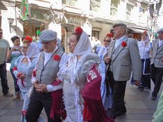 Madrid celebra las fiestas de San Isidro Madrid, Festivals, Beautiful People, Folk, History, Outfits, Art, Fashion, Carnival