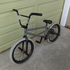 The winner of personal bike in the giveaway, sent over a photo to let us know he got the bike. Bike Bmx, Bike Rides, Bmx Mountain Bike, Bmx Cycles, Dirt Bike Quotes, Vintage Bmx Bikes, Bmx Parts, Bmx Street, Bmx Freestyle