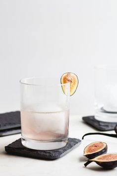Fig, Vanilla Bean + Gin Cocktail | This recipe combines fresh figs with smooth, rich vanilla for a cocktail that bridges the gap between summer and fall. It's refreshing and comforting all at the same time. Cheers! @thehomemadehaus
