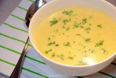 Creamy chicory soup with curry and apple - Romige witlofsoep met kerrie en appel - Keuken♥Liefde Healthy Recepies, Healthy Soup, Soup Recipes, Vegetarian Recipes, Cooking Recipes, Snacks Für Party, Soul Food, Food Inspiration, Food And Drink