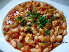 BEANS IN MANY DELICIOUS WAYS; TURKISH BEAN STEW WITH CHICKEN, ONION, PEPPERS AND TOMATOES – ETLI KURU FASULYE & MOR